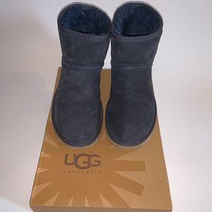 UGG Classic Mini Boot - Size 9